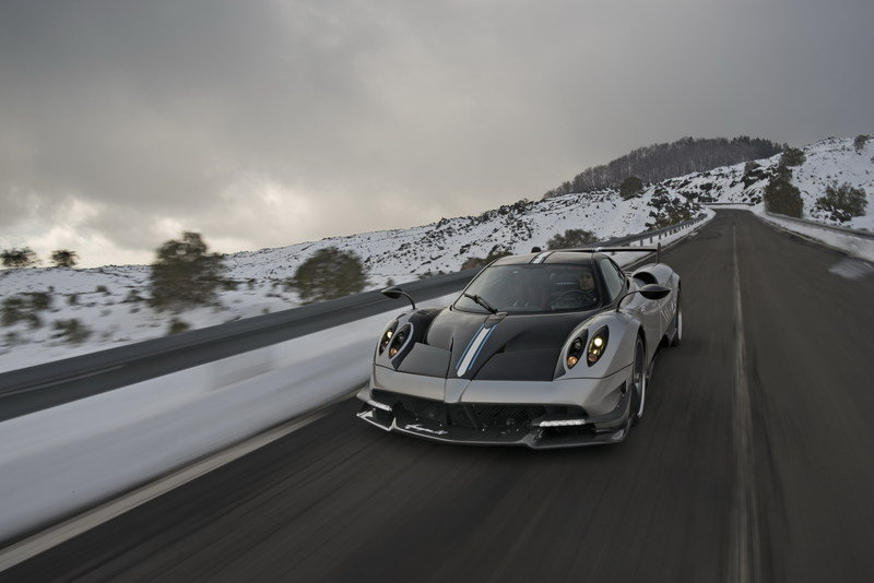 You Have To Hear The Pagani Huayra R's Naturally Aspirated V-12! High Resolution Exterior - image 666613
