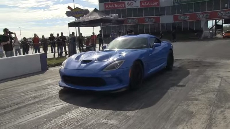 All-Natural Dodge Viper Goes 9.953 Seconds During Quarter Mile Run: Video