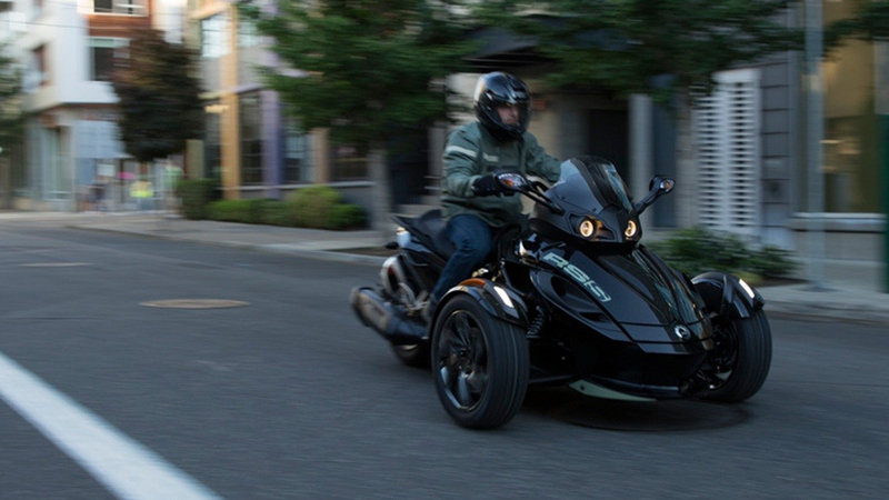 2016 Can-Am Spyder RS picture - doc669786