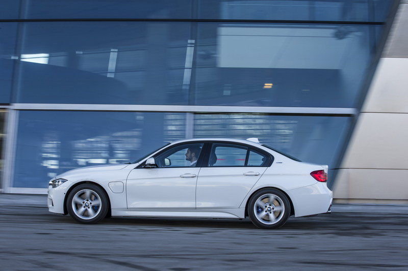 2017 BMW 330e iPerformance High Resolution Exterior - image 670135