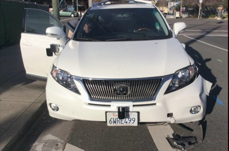 Google's Self-Driving Lexus RX Crashes Into Commuter Bus
