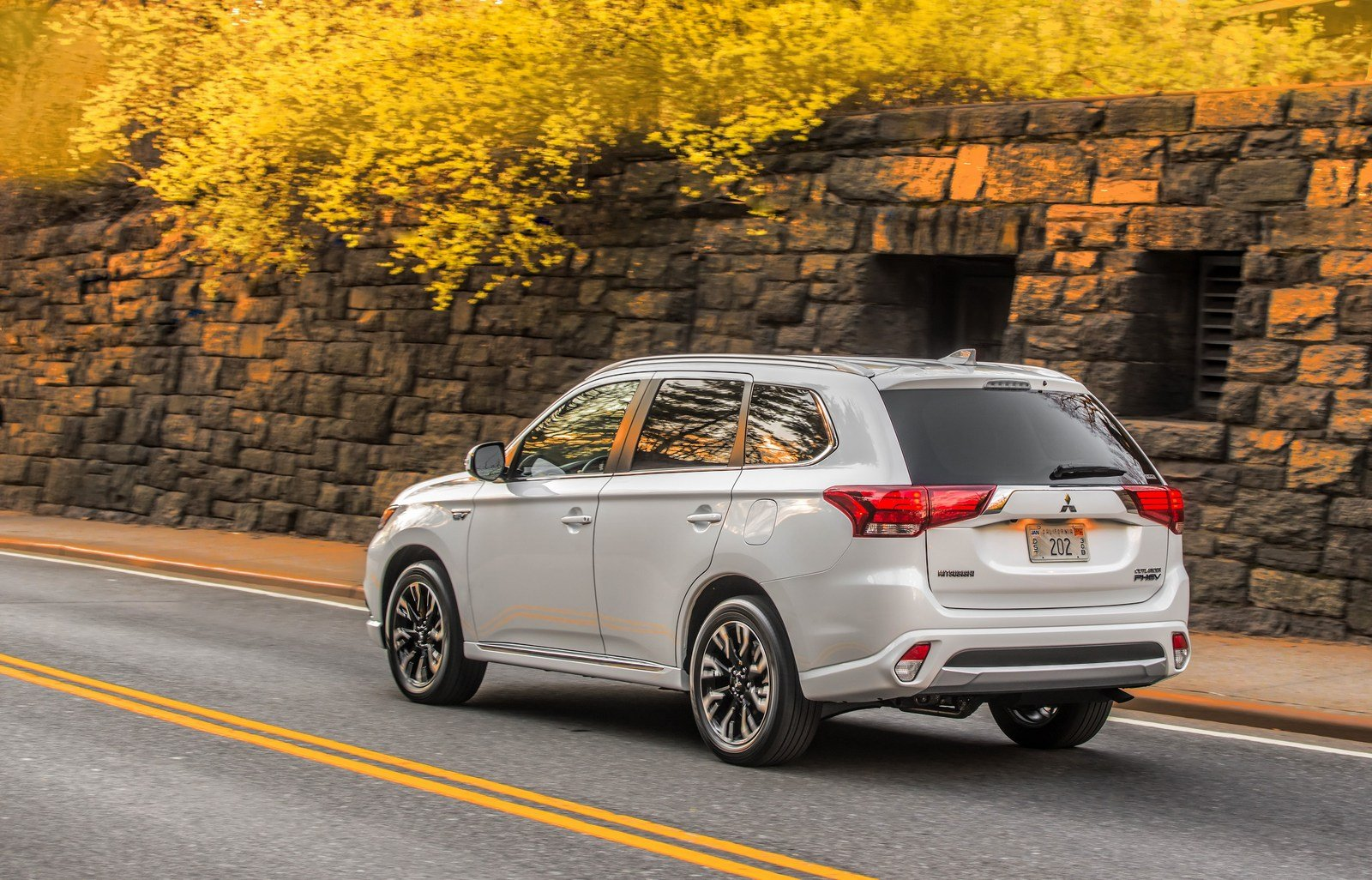 2017 mitsubishi outlander phev picture 670747 car review top speed. Black Bedroom Furniture Sets. Home Design Ideas