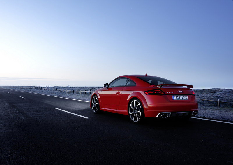 Wallpaper of the Day: 2017 Audi TT-RS