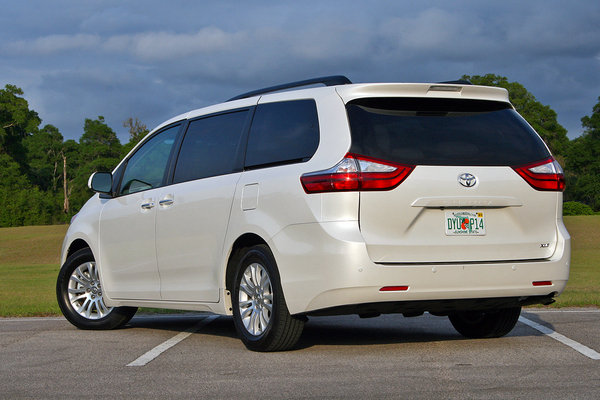 2016 toyota sienna driven car review top speed. Black Bedroom Furniture Sets. Home Design Ideas