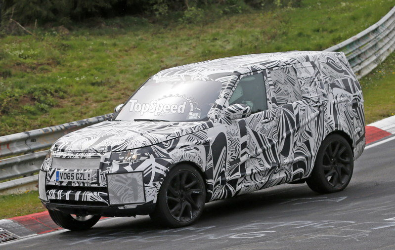 2017 Land Rover Discovery Exterior Spyshots - image 677723