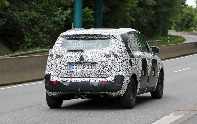 Is Peugeot Already Testing the Next-Generation 2008? Exterior Spyshots - image 677180