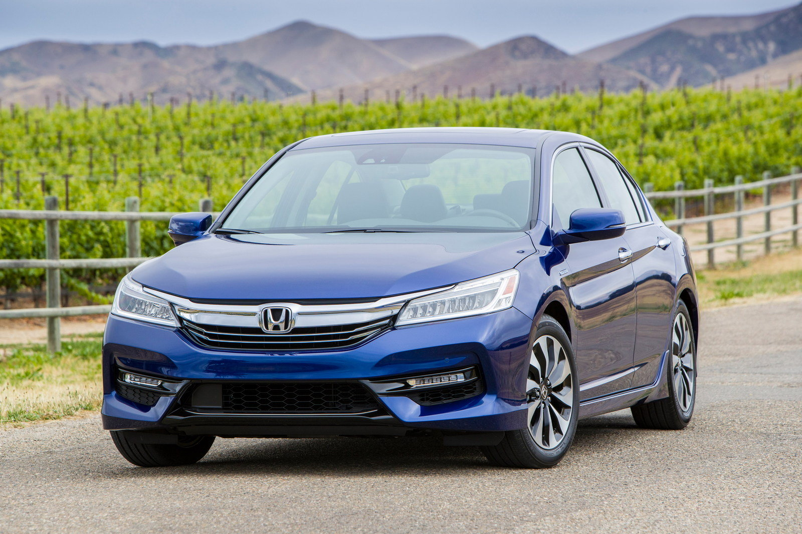 2017 Honda Accord Hybrid - Picture 679644 | car review @ Top Speed