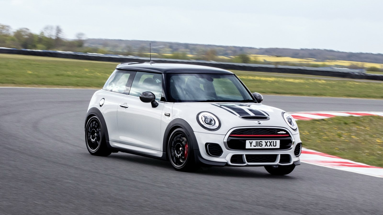 2016 mini john cooper works challenge review top speed. Black Bedroom Furniture Sets. Home Design Ideas