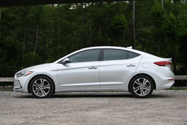 2017 hyundai elantra limited driven car review top speed. Black Bedroom Furniture Sets. Home Design Ideas