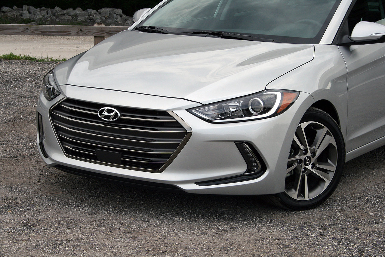 2017 hyundai elantra limited driven picture 682375 car review top speed. Black Bedroom Furniture Sets. Home Design Ideas