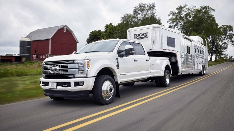 Ford Announces 2017 Super Duty Towing Specs