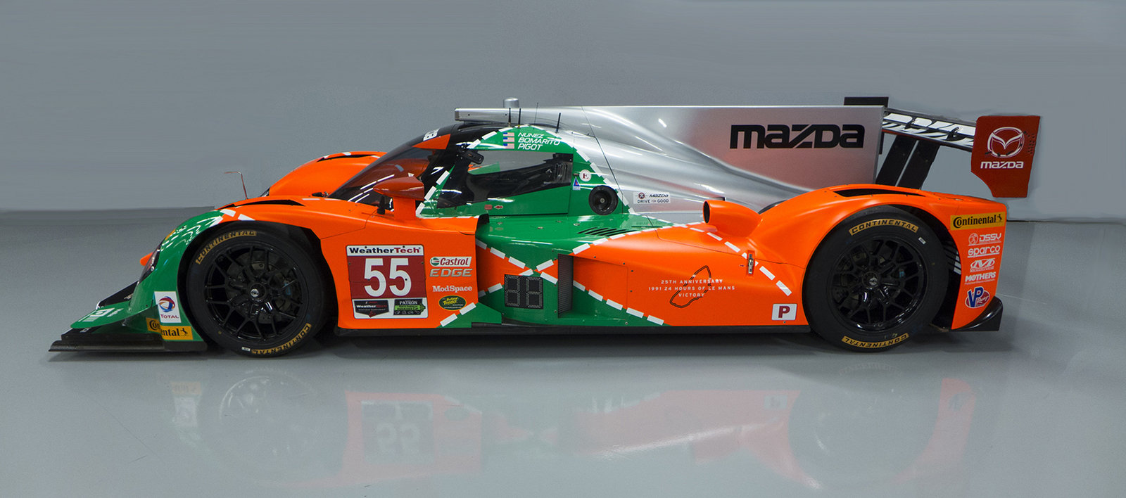 mazda pays tribute to 1991 le mans win with 787b inspired. Black Bedroom Furniture Sets. Home Design Ideas