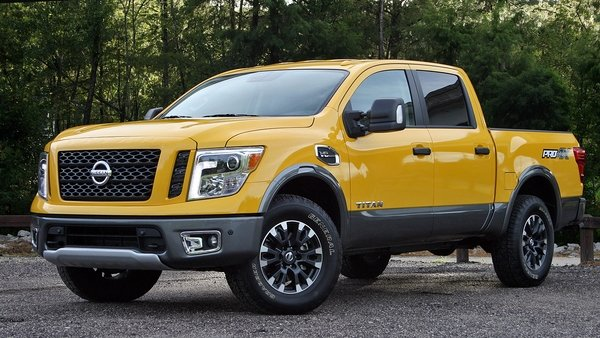 2017 nissan titan pro 4x driven review top speed. Black Bedroom Furniture Sets. Home Design Ideas