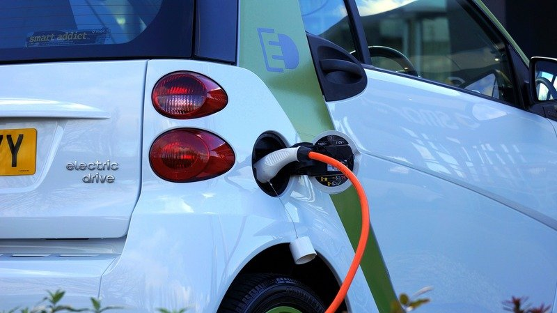 Study Finds That One In Six New Cars Need To Be Electric By 2020 To Meet Global Standards