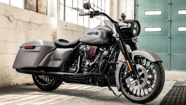 2017 harley davidson road king motorcycle review top speed. Black Bedroom Furniture Sets. Home Design Ideas
