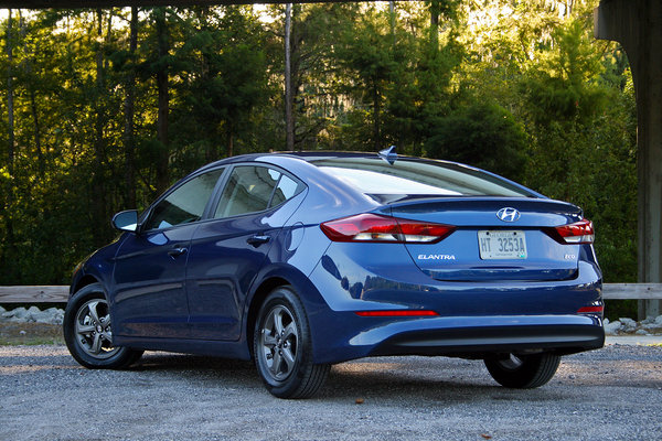 2017 hyundai elantra eco driven car review top speed. Black Bedroom Furniture Sets. Home Design Ideas