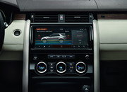 2017 Land Rover Discovery - image 689739