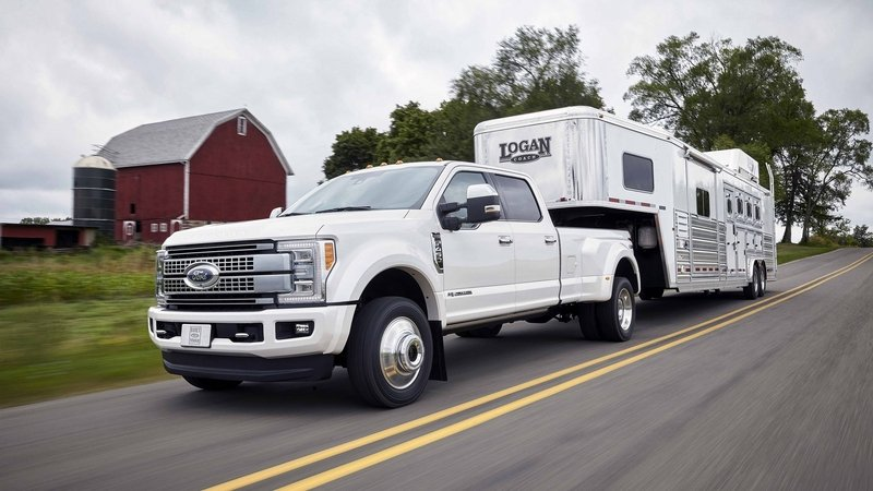Ford Showcases 2017 Super Duty's Adaptive Steering: Video