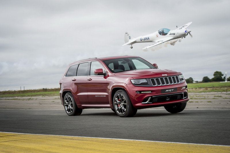 Jeep Grand Cherokee SRT Races An Aerobatic Plane High Resolution Exterior - image 688331
