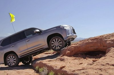Motor Trend Thrashes the 2016 Lexus LX 570 Off-Road