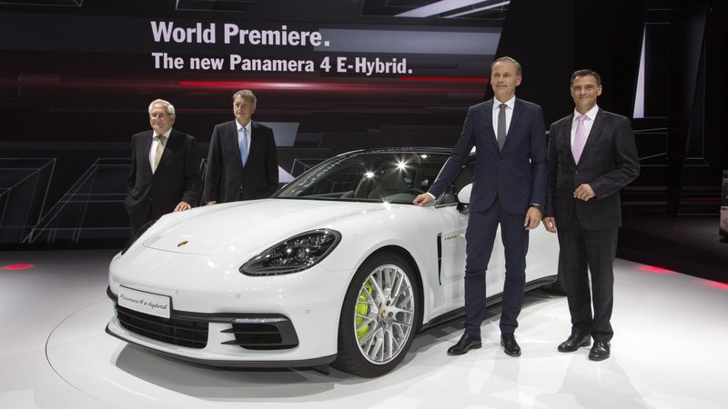 Porsche Panamera 4 E-Hybrid Brings Its High-Tech Features to Paris