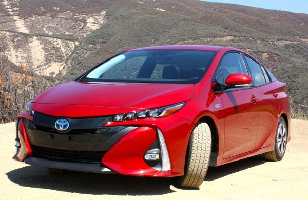 2017 toyota prius prime driving impression and review car review top speed. Black Bedroom Furniture Sets. Home Design Ideas