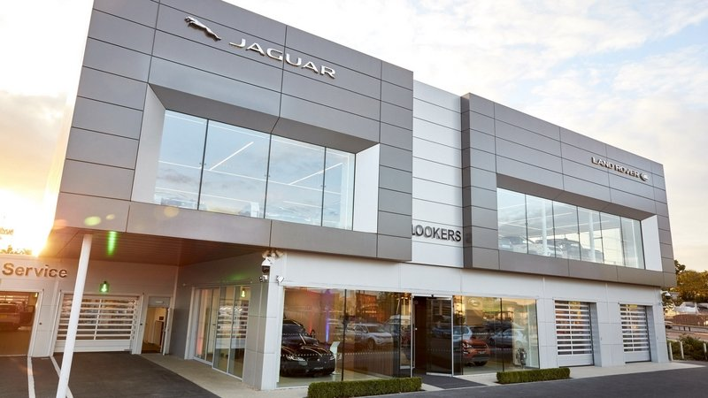 JLR Is Bringing Virtual Reality Into Its Showrooms