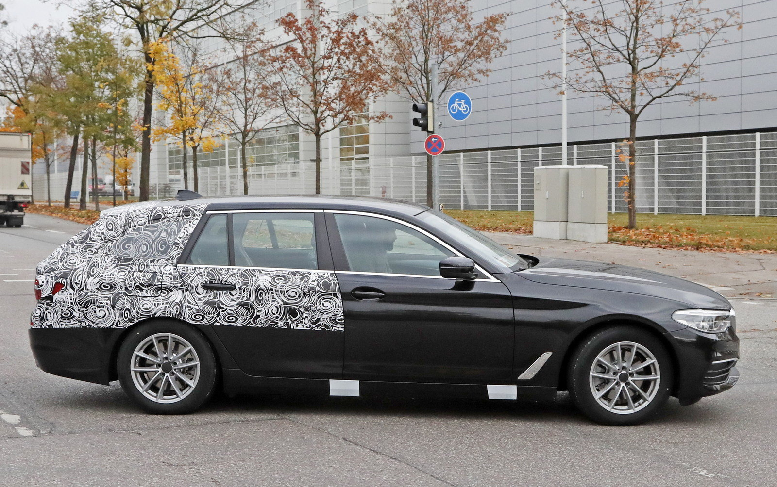 2018 BMW 5 Series Touring - Picture 694480