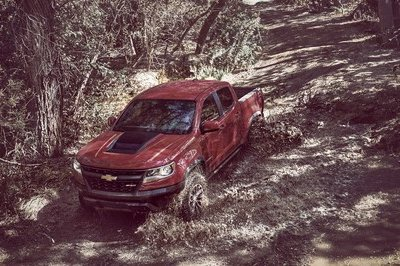 Chevy Colorado ZR2 Takes L.A. By Storm with Supercar Suspension - image 695642
