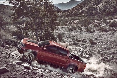 Chevy Colorado ZR2 Takes L.A. By Storm with Supercar Suspension - image 695643