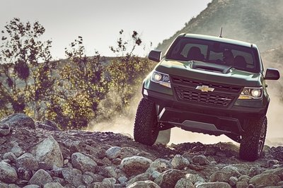 Chevy Colorado ZR2 Takes L.A. By Storm with Supercar Suspension - image 695945
