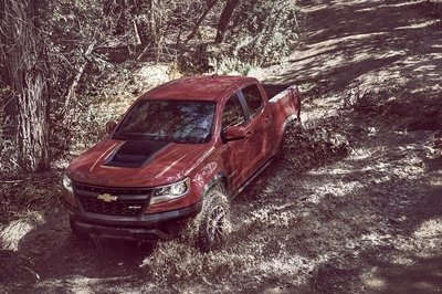 Chevy Colorado ZR2 Takes L.A. By Storm with Supercar Suspension - image 695946
