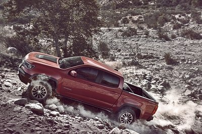 Chevy Colorado ZR2 Takes L.A. By Storm with Supercar Suspension - image 695947