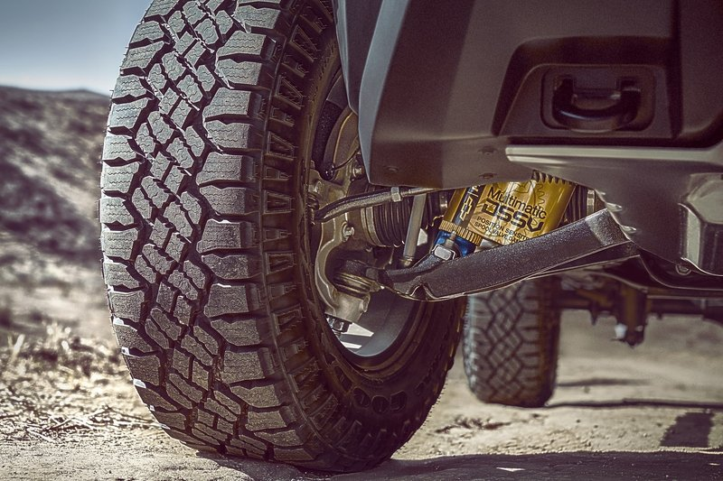 Chevy Colorado ZR2 Takes L.A. By Storm with Supercar Suspension - image 696955