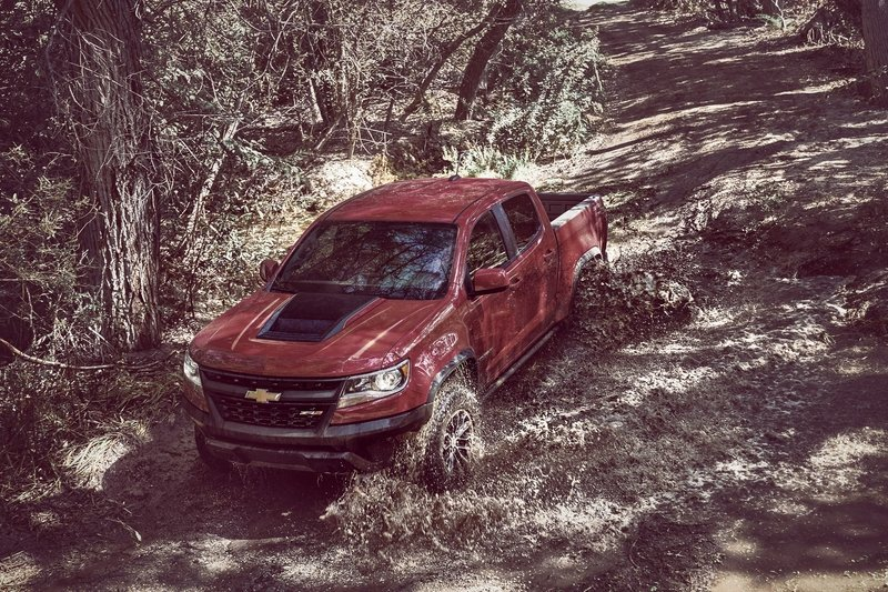 Chevy Colorado ZR2 Takes L.A. By Storm with Supercar Suspension - image 696959