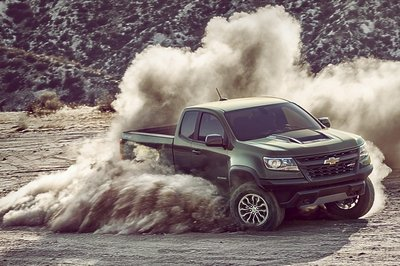 Chevy Colorado ZR2 Takes L.A. By Storm with Supercar Suspension - image 695944