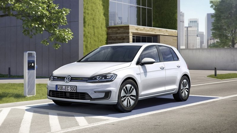 Updated Volkswagen e-Golf Debuts in L.A. With New Battery, More Driving Range