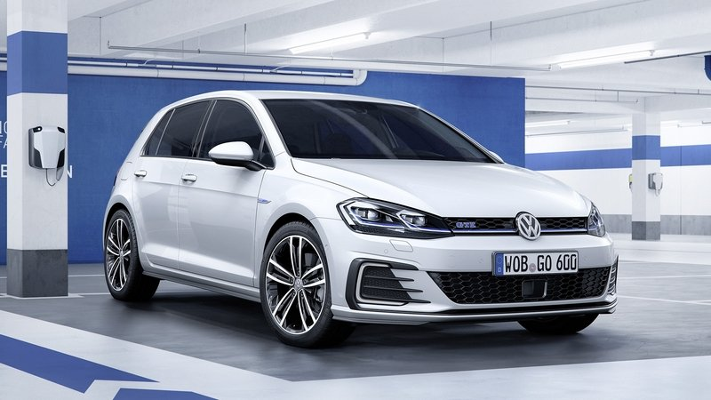 Volkswagen forced to halt Golf GTE's orders due to high demand