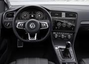 8 Awesome Looking Steering Wheels in Attainable Cars - image 695396