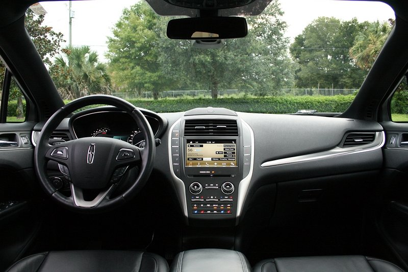2016 Lincoln MKC – Driven High Resolution Interior - image 697938