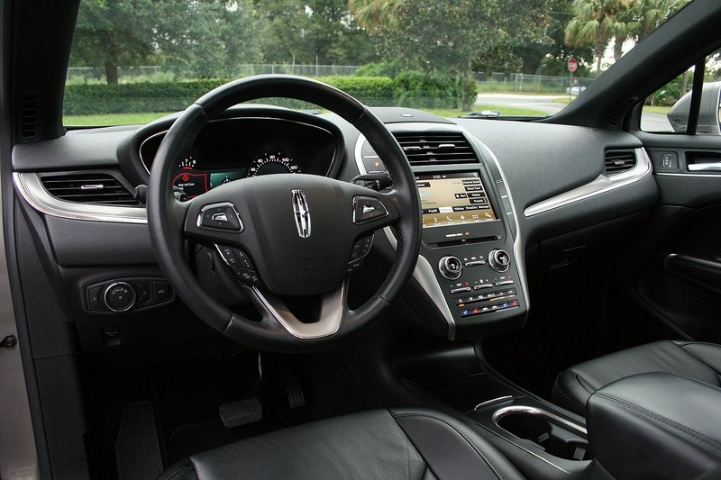 2016 Lincoln MKC – Driven High Resolution Interior - image 697939