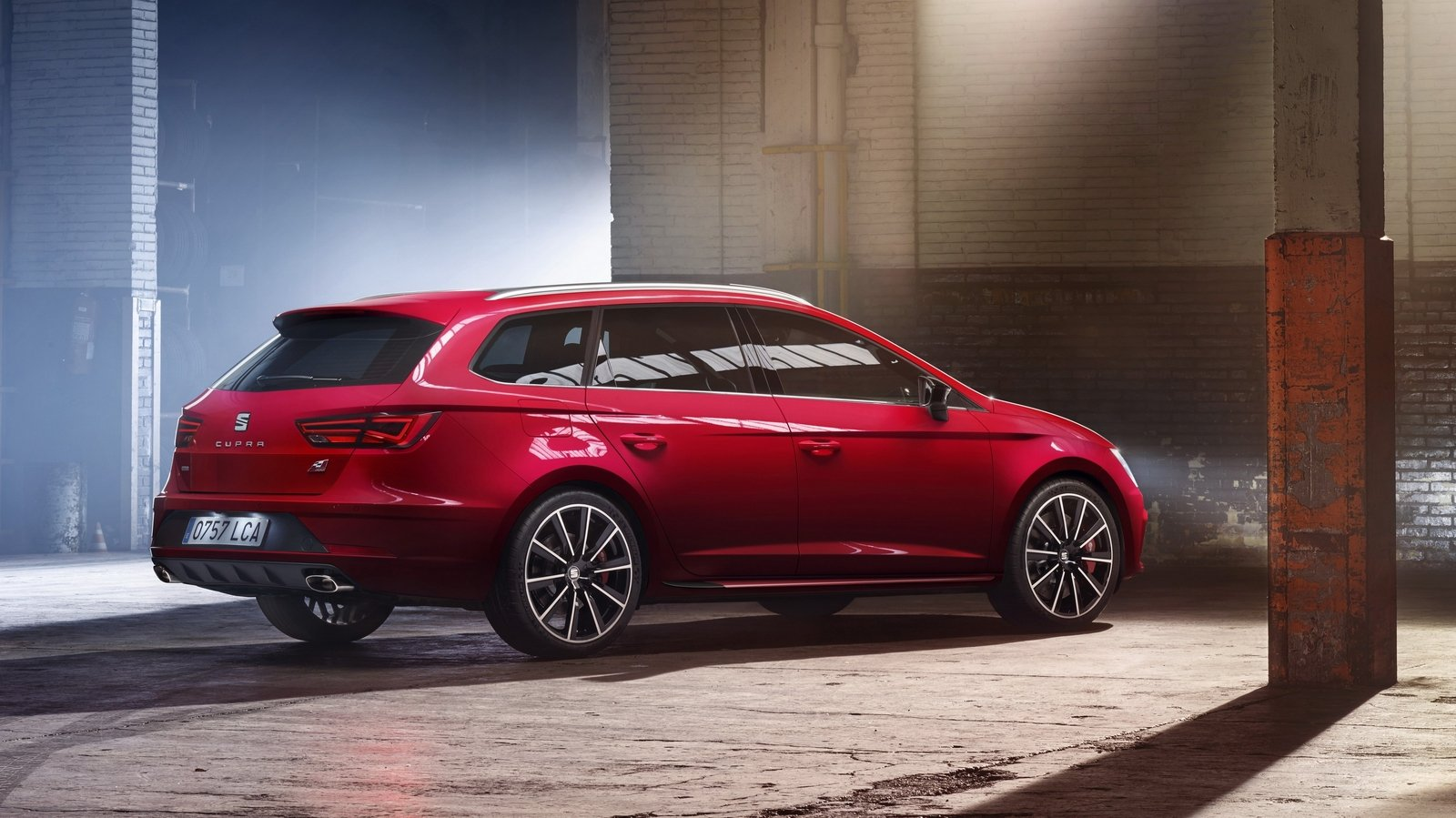2017 seat leon cupra 300 review top speed. Black Bedroom Furniture Sets. Home Design Ideas