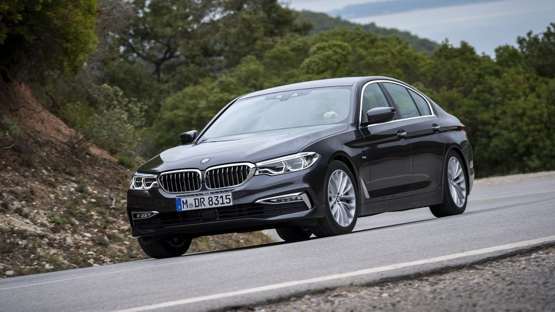 2017 BMW 5 Series - image 703473