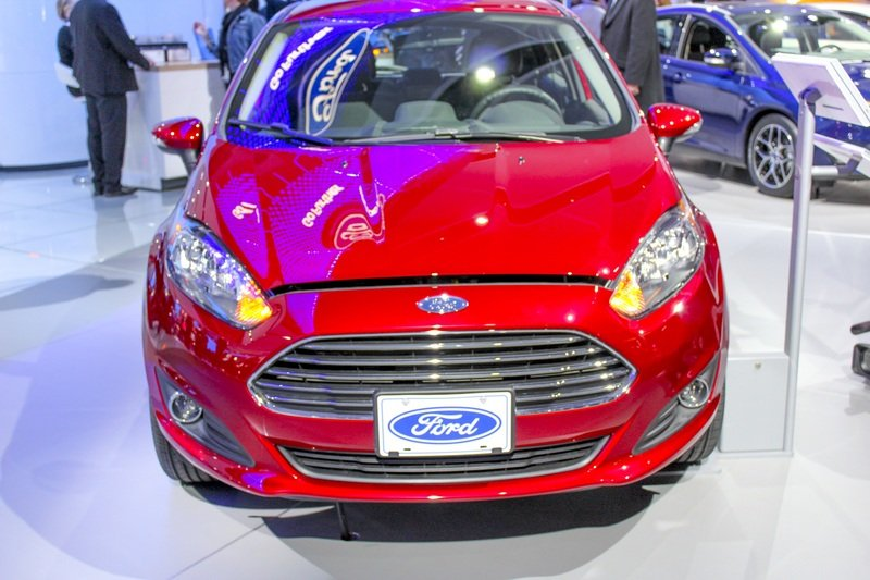 2017 Ford Fiesta High Resolution Exterior AutoShow - image 703195