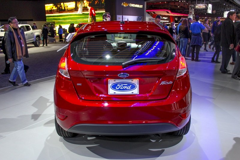 2017 Ford Fiesta High Resolution Exterior AutoShow - image 703186