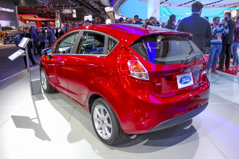 2017 Ford Fiesta High Resolution Exterior AutoShow - image 703189