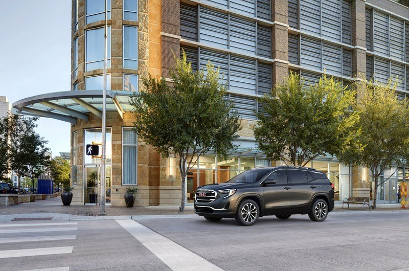 2018 GMC Terrain Hits the Gym, Adopts a Modern Look