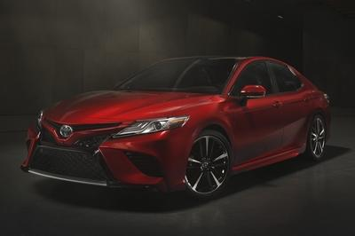 2018 Toyota Camry - image 700800