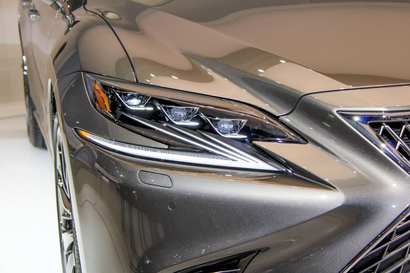 Five Cool Design Features That Lexus Introduced with the New LS High Resolution Exterior AutoShow - image 701761