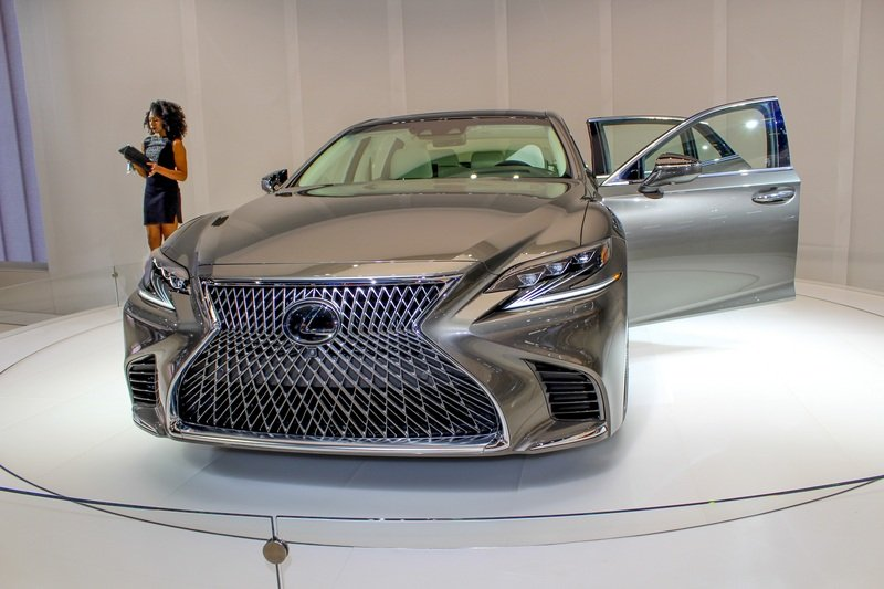 Five Cool Design Features That Lexus Introduced with the New LS High Resolution Exterior AutoShow - image 701762